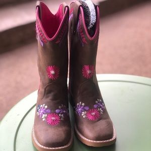 ADORABLE Girls cowboy boots -NWT💜